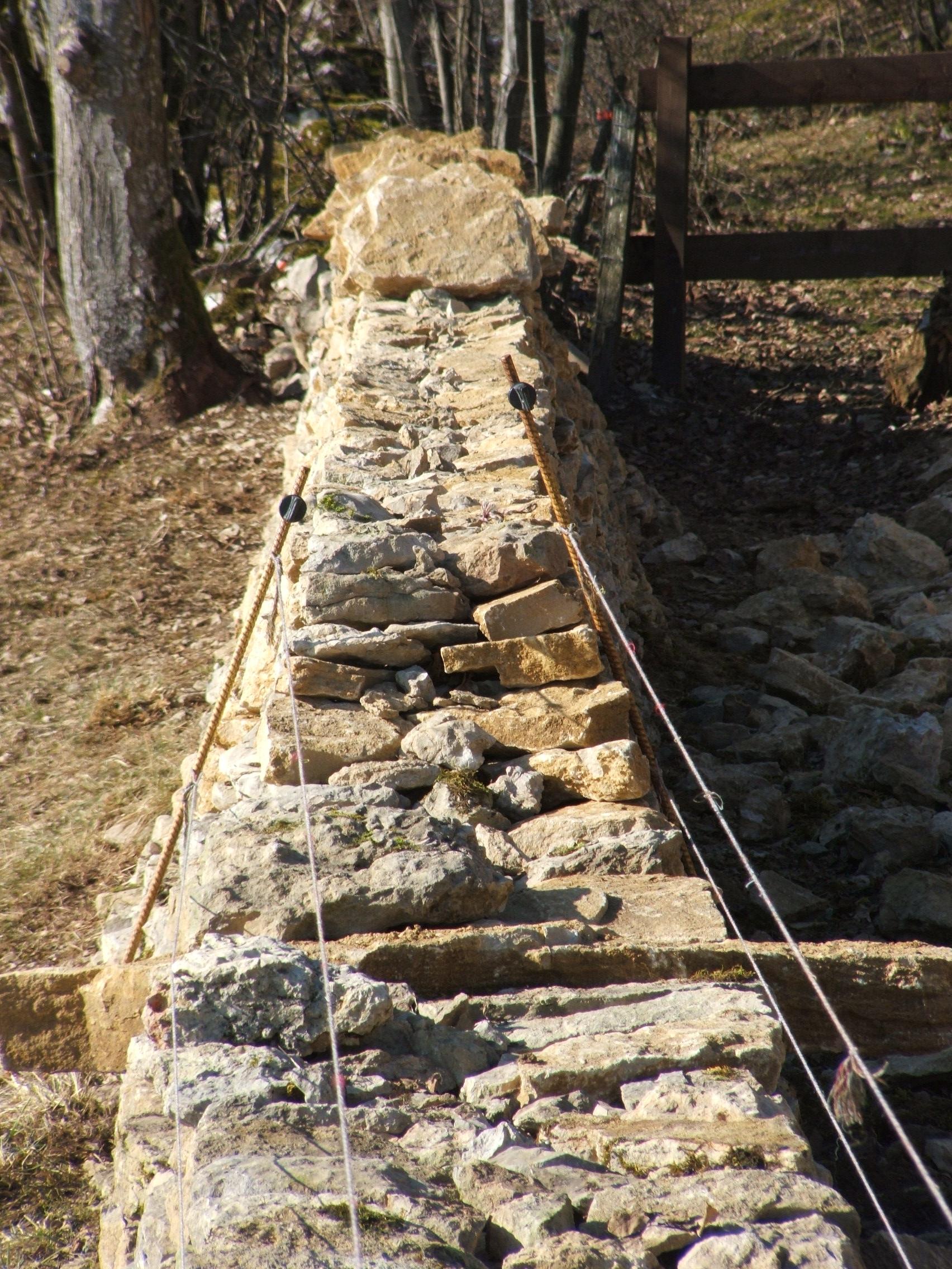 Mur en pierre sèche – Les Enfers